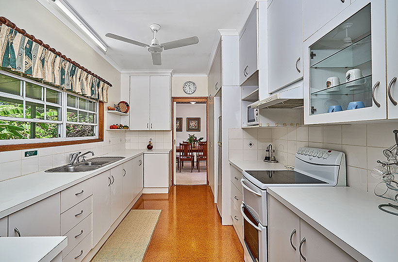 Fully equipped kitchen with everything you need and can think of